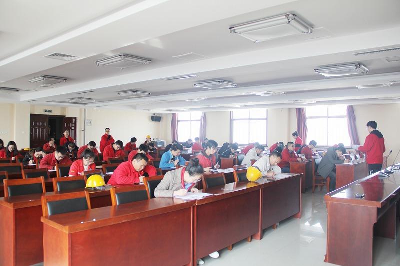 公司组织部分本科、大专学历员工进行理论知识考试