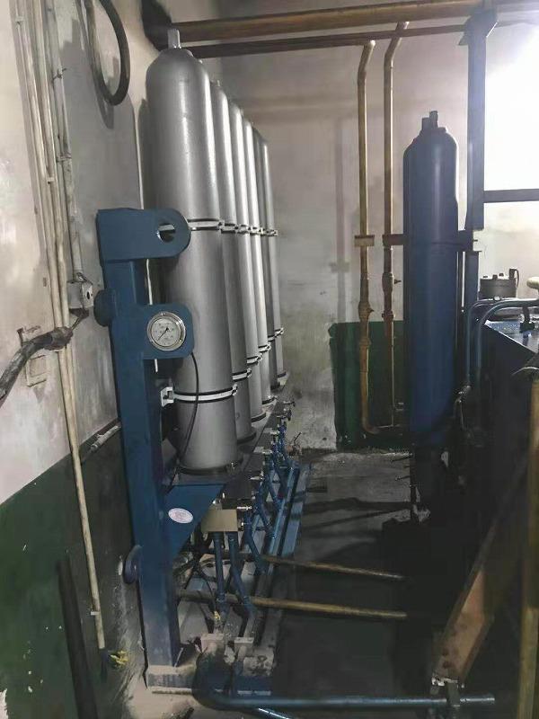 二期炉前液压站加装蓄能器